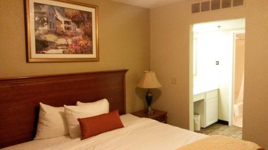 Suburban Extended Stay Hotel Omaha Bedroom And Vanity Closet Hallway Entrance