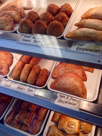 Cuba Bakery & Cafe: Pastry case