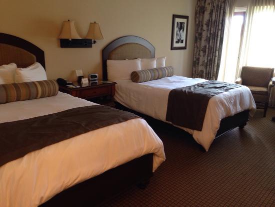 Arnold Palmer's Bay Hill Golf Club: Отель. Бассейн. Номер.