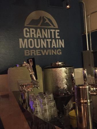 Granite Mountain Brewing: Live music in the bar!