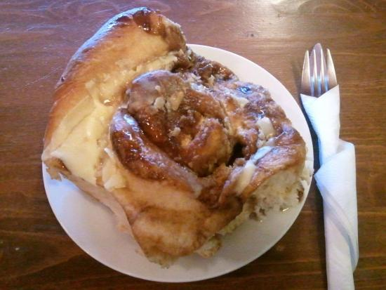 In the Beantime Cafe: cinny bun as big as my head! yum!