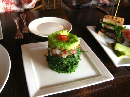 Raven's Restaurant: kale and avocado salad
