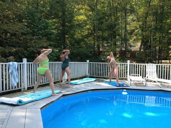 Pine Hill, estado de Nueva York: Poolside fitness class