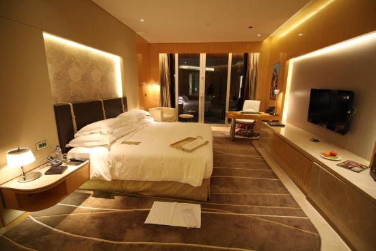 Super nice big comfy room picture of the meydan hotel for Nice hotels in dubai