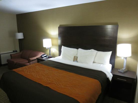 Comfort Inn: comfy king bed