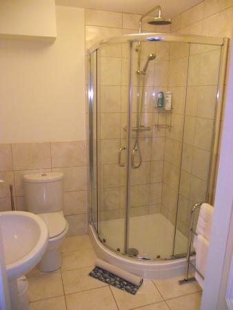Glendevon Bed & Breakfast: Ensuite bathroom