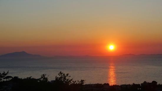 كريستينا هوتل: coucher de soleil sur Capri de la terrasse