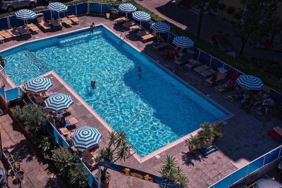Hotel Jet: Vista aerea della grande piscina