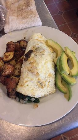 Lucky Hank's Restaurant & Cafe : Egg white Edgartown omelet