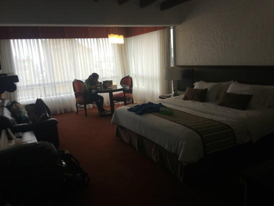 El Condado Miraflores Hotel & Suites: spacious room... not too clean...