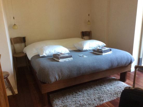 Goede bed regelbaar hoofd en benen kant foto van b b sint anna yerseke tripadvisor - Hoofd fluwelen bed ...