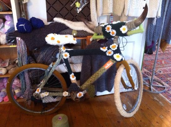 Donegal Town, Irland: From knit installations like our secret garden bicycle to glamorous network events for knitters