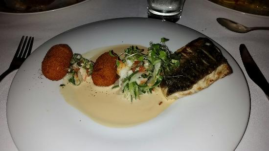 Tides Waterfront Dining: Barra..perfectly cooked