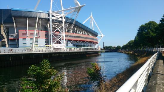 Flat 5 Cardiff: The Millenium Stadion is close by.