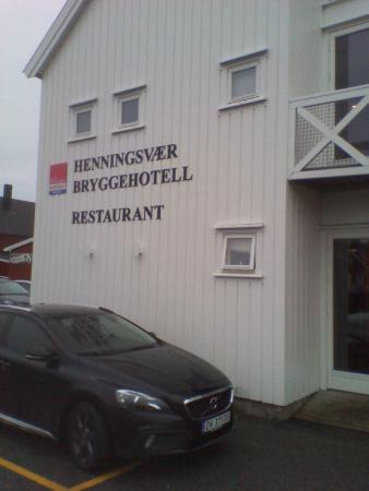 Henningsvaer Bryggehotell: Außenansicht vom Hotel