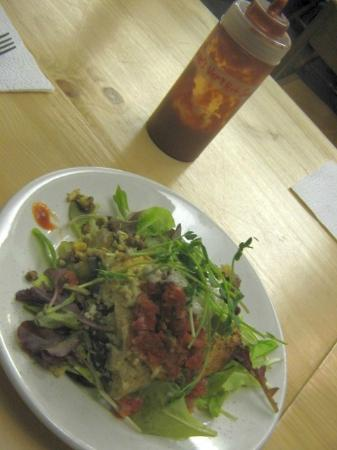 Superfresh! Organic Cafe: vegan dinner with hot sauce