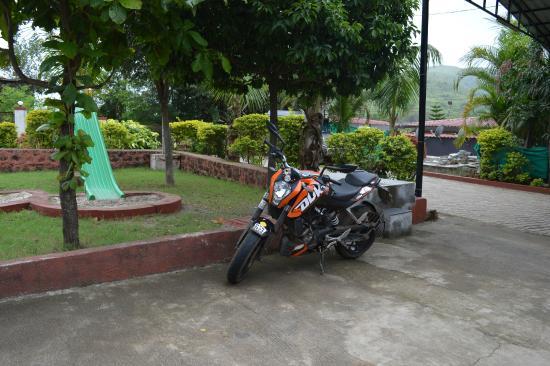 Balaji Resorts, Velhe Pune: parking