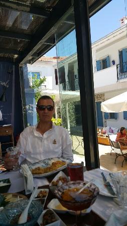 Viento Cafe & Bistro