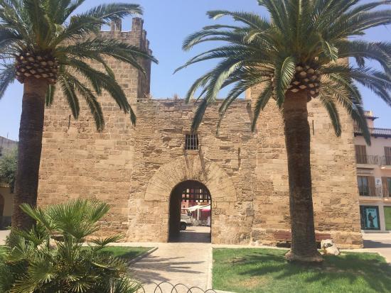 Alcudia Old Town: Gamlebyen Alcudia 2015