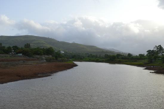 Balaji Resorts, Velhe Pune: view from the bridge near the resort over looking the river