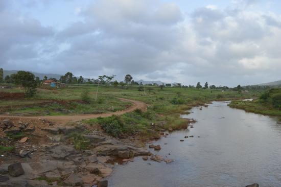 Balaji Resorts, Velhe Pune : view from the bridge near the resort over looking the river
