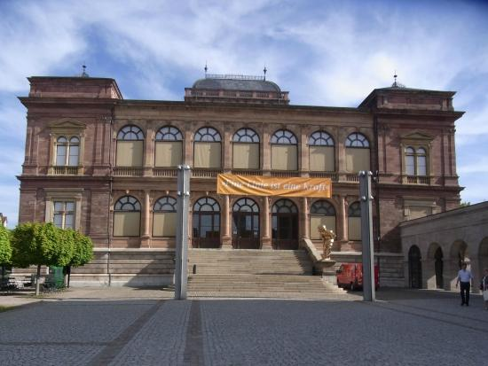 Neues Museum Weimar: 正面