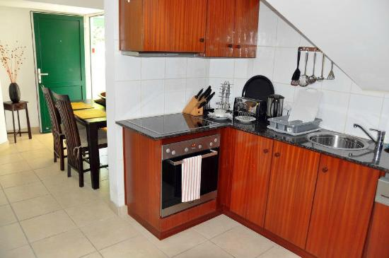 Hanneman Holiday Residence: 1Bedroom Penthouse apartment Kitchenette