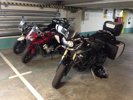 Art Hotel Aachen Superior: Underground secure parking