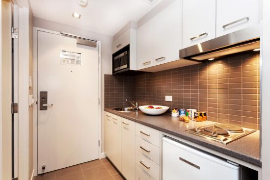 Quest Mascot Serviced Apartments: Studio Apartment - Fuully Equipped Kitchenette