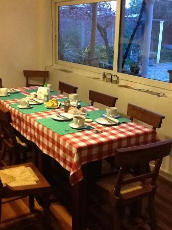 Petit Verdot: Table set for breakfast