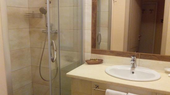 Boutique Hotel Balzac: Ванная с душевой кабиной