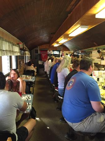 Letterman's Diner : Great place.  Great food.  Great service.  Big portions.