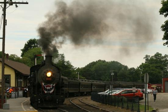 Engine 3025 leaving the Essex Station
