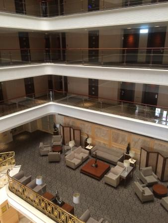 Justwin Grand Hotel: 吹き抜けからのロビー