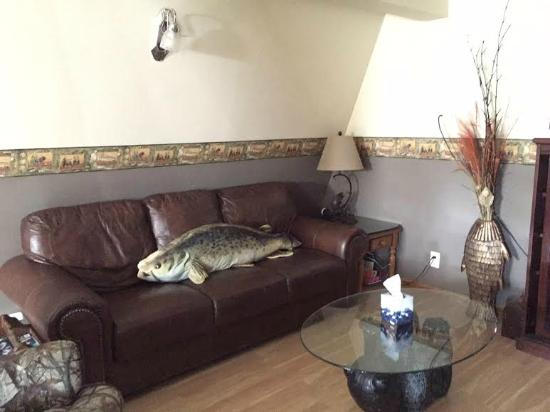 Lakeview Motel and Apartments: Comfortable Couches in our Rec Room