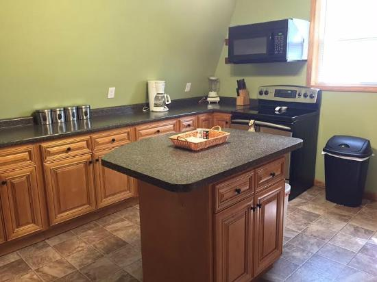 Lakeview Motel and Apartments: Full Kitchen Amenities