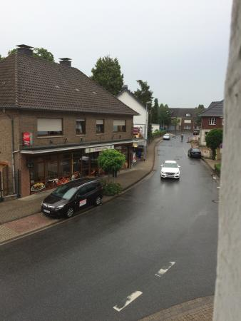 The Hotel Jägerhof is a very good hotel, the staff are very helpful. The rooms where clean and t
