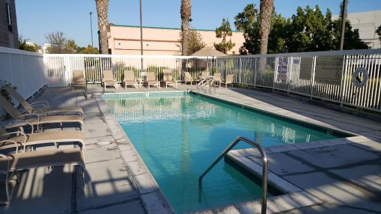 Hampton Inn Los Angeles / Orange County / Cypress: Zwembad