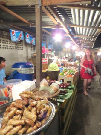 Lao Lu Lodge: Night food court