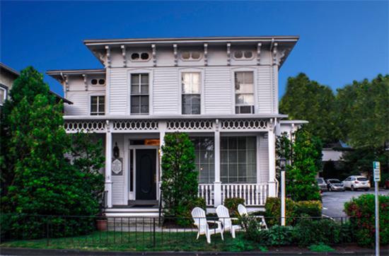 The Whaler's Inn: Historic 1865 House