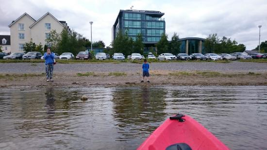 Baysports - Hodson Bay Boat Training and Watersports Centre : Kayaking to front of Hotel!