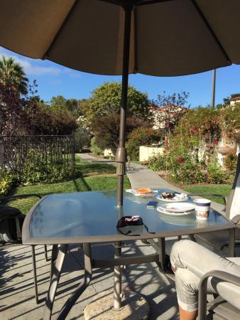Best Western Casa Grande Inn : Schöner kleiner Garten zwischen den Parkplätzen