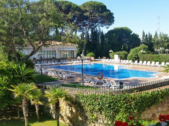 Hotel Guadacorte Park: Vista de la terraza hacia la piscina