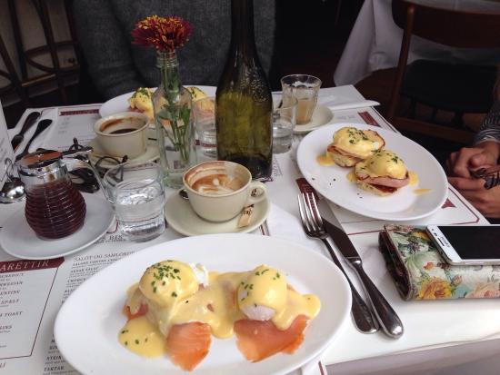 Snaps Bistro Bar: Tre gange Eggs Benedict (2 Norwegian)