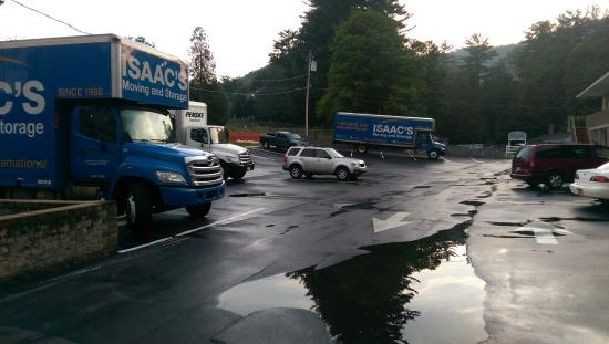 Motel 6 Lake George: Approximately 10 of the few parking spaces taken by 3 trucks