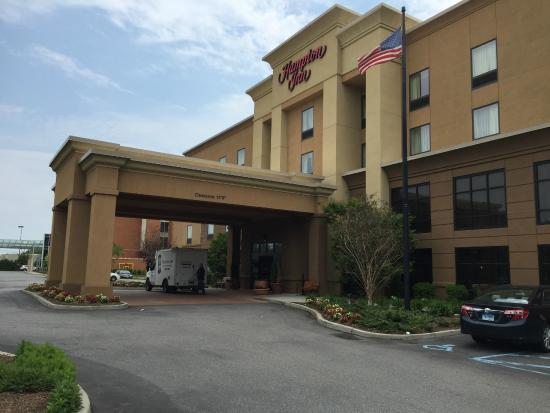 Front Of Hotel Picture Of Hampton Inn Garden City