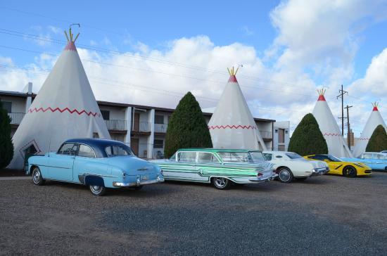 Wigwam Motel: Les vieilles américaines devant les tipis
