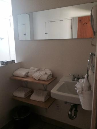 Ojai Rancho Inn: Bathroom