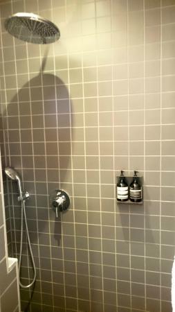 L'Hôtel Particulier : douche de Pierre