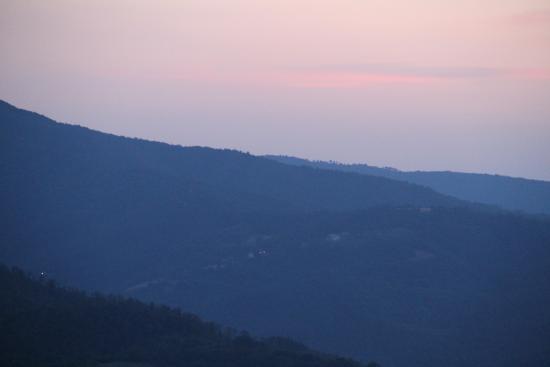 Monte Santa Maria Tiberina, Ιταλία: A a twilight view of the valley from Oscari